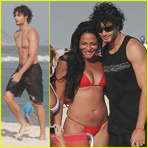 Jesus Luz: Babes at the Beach!