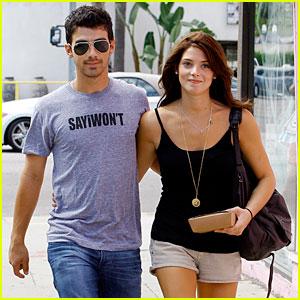 Joe Jonas & Ashley Greene Couple Up