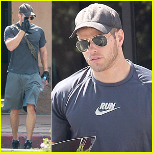 Kellan Lutz Pumps Some Iron