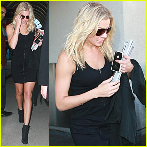 LeAnn Rimes Makes an LAX Landing