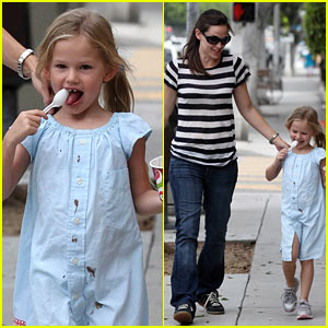 Violet Affleck: Yummy Yogurt!