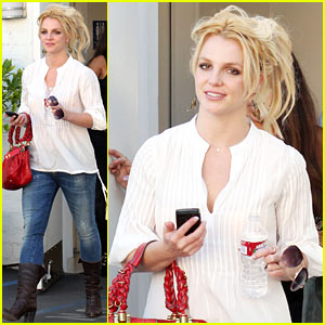 Britney Spears: Bakery Babe!