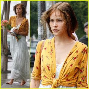 Isabel Lucas: Flower Power