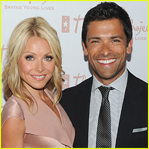 Kelly Ripa & Mark Consuelos Team Up for 'Port Love'