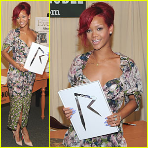 Rihanna: Book Signing at Barnes & Noble!