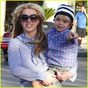 Britney Spears Munches at Menchies with Jayden!