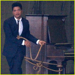 Bruno Mars: 'Grenade' Video Premiere!