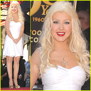 Christina Aguilera: Star on Hollywood Walk of Fame!