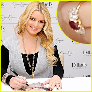 Jessica Simpson's Engagement Ring Revealed!