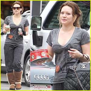 Hilary Duff: Christmas Cookies for Pilates Class!