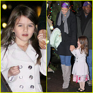 Katie Holmes & Suri: Christmas Train Twosome!