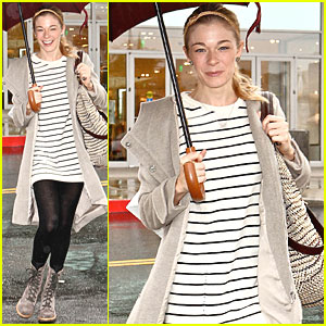 LeAnn Rimes: Stand Under My Umbrella!
