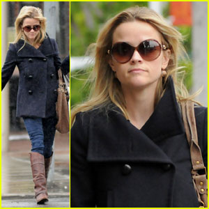 Reese Witherspoon: Shopping & CAA Stop
