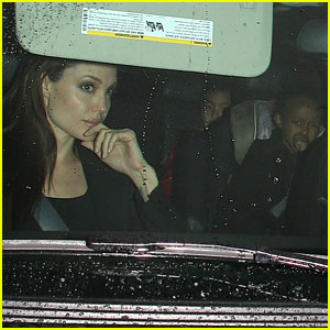 Angelina Jolie &#038; Brad Pitt: Benihana Family Dinner!