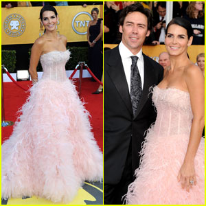 Angie Harmon - SAG Awards 2011 Red Carpet