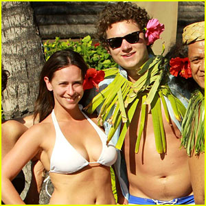 Jennifer Love Hewitt &#038; Alex Beh: Hula in Hawaii!