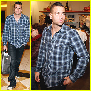 Mark Salling: Guess Shopping Spree!