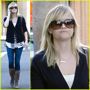Reese Witherspoon Helps the Homeless
