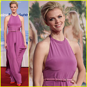 Brooklyn Decker: 'Just Go With It' German Premiere!