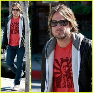 Keith Urban Spends Sunday in Santa Monica