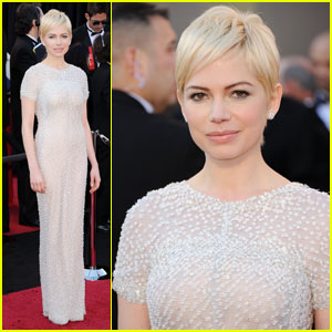 Michelle Williams - Oscars 2011 Red Carpet