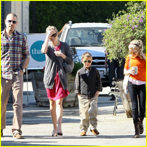 Reese Witherspoon: Church with Jim & the Kids!