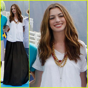 Anne Hathaway Promotes 'Rio' in Rio