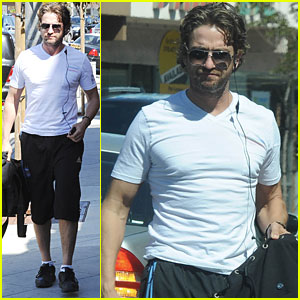 Gerard Butler Hits the Gym