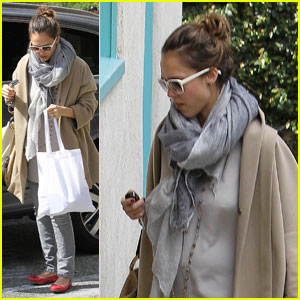 Jessica Alba: Pregnancy Makes Me Feel More Feminine