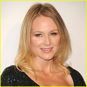 Jewel 'Doing Fine' After Car Crash