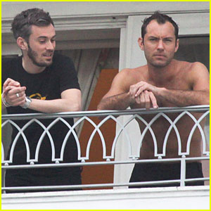 Jude Law: Shirtless in Rio!