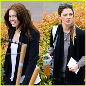 Drew Barrymore & Mandy Moore: Food Bank Buddies