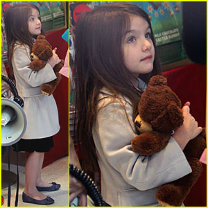 Suri Cruise: Dylan's Candy Bar Visit!