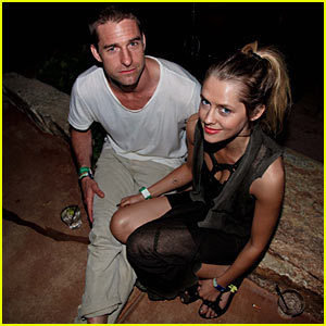 Scott Speedman & Teresa Palmer: New Couple Alert!