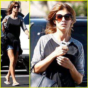 Elisabetta Canalis: Gelson's Grocery Gal