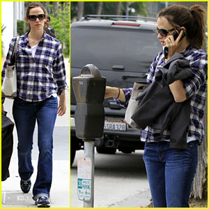 Jennifer Garner Feeds the Meter