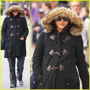 Natalie Portman Hides in Her Hoodie