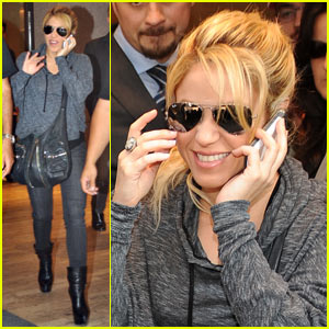 Shakira: Cheery Cell Phone Chat