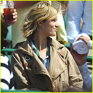 Brooklyn Decker: Watching Wimbledon!