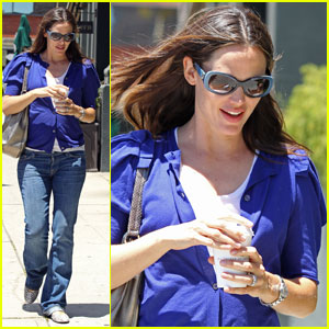 Jennifer Garner: Feeling Blue in Brentwood