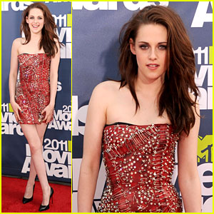 Kristen Stewart - MTV Movie Awards 2011 Red Carpet