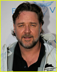 Russell Crowe: Sorry for Tweets About Circumcision