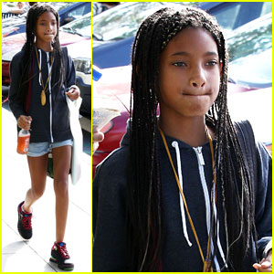 Willow Smith: Barnes and Noble Reader!
