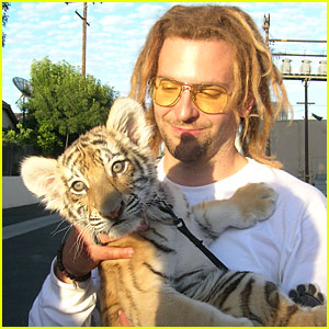 Bradley Cooper: Tiger Cub Cuddling!