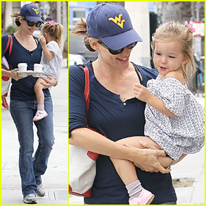 Jennifer Garner & Seraphina: Huckleberry Cafe!