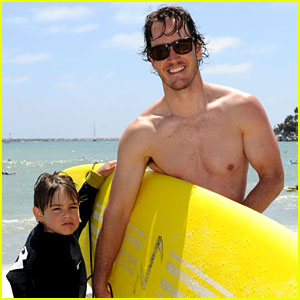 Mark-Paul Gosselaar: Shirtless at Oakley's Learn to Ride!