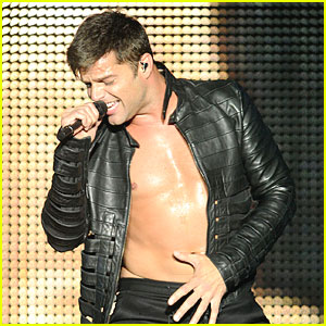Ricky Martin Bares Chest at Concert