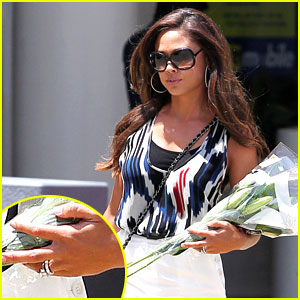 Vanessa Minnillo Shows Off Her Wedding Ring