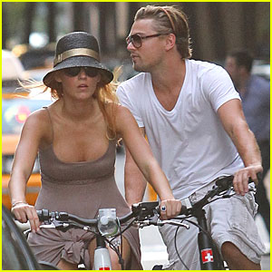 Blake Lively &#038; Leonardo DiCaprio: Biking in NYC!
