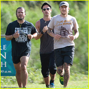 Justin Theroux: Jogging with Friends in Hawaii
